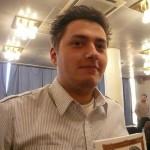 Любитель Го с книгой Игоря Гришина