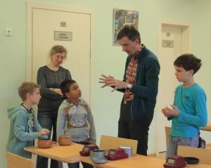 Михаил Емельянов инструктирует учеников